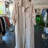 Skjortklänning från Chica London. Material: 100% lin. Finns i S/M och L/XL. Pris 519;- På vår hemsida www.agnesmode.se hittar ni alla plagg! Våra öppettider är: Mån-ons 14-18 Tors-fre 10-14 Lör 10-13 Varmt välkomna 🤗 Kram \ Astrid & Kristina 🌷🌷 #gävle #skutskär #älvkarleby #älvkarlebykommun #tierp #uppland #gävleborg #uppsala #fransa_fashion #soyaconceptsweden #soyaconcept #vila_official #chicalondon #caramellefashion #riekersweden #rieker #shoppalokalt #norrauppland #upplevnorduppland #gävlecity #gemini_smycken_